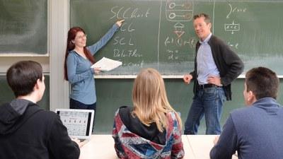 Studierende im Seminar